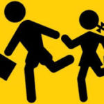 alunni che escono da scuola